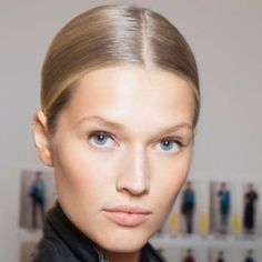 HOW TO: Styles for Growing Out Your Bangs   Slick Middle Part