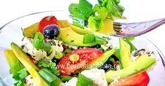 Salata cu avocado nu doar ca arata bine si suna mediteranean, insa se si prepara foarte usor si rapid. Practic, ingredientele pot fi tocate dupa preferinte si apoi amestecate. Avocado Salad, Cobb Salad, Food And Drink, Cooking, Salads, Kitchen, Avocado Salads, Brewing, Cuisine