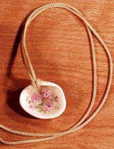 Hand painted shell necklace - great vacation craft / souvenir!