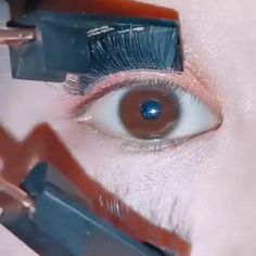 💖💖A faster, more accurate method to apply the full strip eyelashes! 👀💃 produkte videos Wow so convenient 😘😘 Eyebrow Makeup, Skin Makeup, 80s Makeup, Witch Makeup, Scary Makeup, Costume Makeup, Eyeshadow Makeup, Makeup Inspo, Makeup Tips