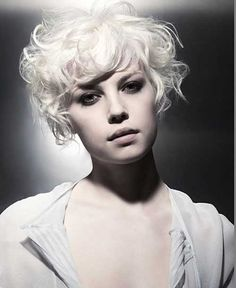Beautiful-Short-Curly-Hairstyles-6
