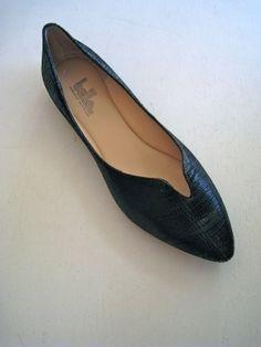 Elegant little flat.  Varitta by Belle Sigerson Morrison. Ya quisiera tener el pie tan delgado