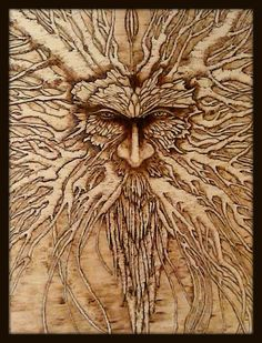 Este diseño es una inspiración de la mitología irlandesa y los espíritus del bosque. Su un pedazo hecho a mano quemado por un Pirograbador en un