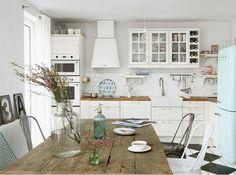 Best home vintage kitchen smeg fridge 59 Ideas Cute Kitchen, New Kitchen, Vintage Kitchen, Kitchen Dining, Kitchen Decor, Country Kitchen, Kitchen White, Kitchen Wood, Beautiful Kitchen