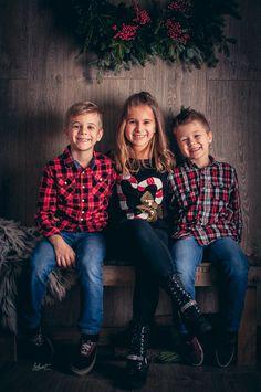 Ledurt // Yan Trudel est photographe et designer graphique à Gatineau, se passionnant pour la photographie; nouveau-né, maternité, enfant, boudoir, famille. Gatineau, Portrait, Children Photography, Boudoir, Designer, Christmas Sweaters, Kids, Style, Fashion