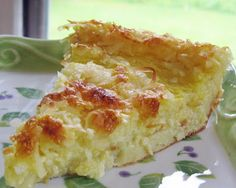 Spaghetti Squash-Coconut Custard Pie I've had something very similar to this but with yellow squash. you would never know it was squash in the pie if not told before hand. Köstliche Desserts, Healthy Desserts, Delicious Desserts, Yummy Food, Healthy Recipes, Lean Desserts, Healthy Eats, Healthy Options, Healthy Baking