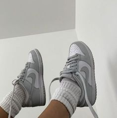 Jordan Shoes Girls, Girls Shoes, Vans Girls, Surf Girls, Sneakers Fashion, Fashion Shoes, Sneakers Nike, Men Fashion, Grey Sneakers