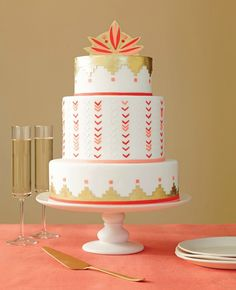 Add some gold to your wedding cake.