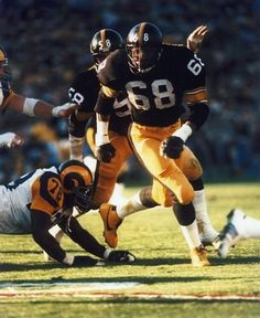 Pittsburgh Steelers defensive end L. Greenwood during a win over the Los Angeles Rams in Super Bowl XIV on January 1980 at Rose Bowl. Get premium, high resolution news photos at Getty Images Pittsburgh Steelers Football, Giants Football, Pittsburgh Sports, Football Fans, Football Helmets, Nfl History, Sport Inspiration, Steeler Nation, National Football League