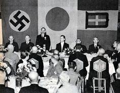 昭和15年10月、日独伊三国同盟締結の記念祝賀会が帝国ホテルで催された。挨拶するのは松岡洋右外相。