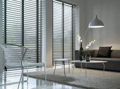 #Binnenhuisinrichting | #Raamgarnering | #Woonkamer | Horizontale lamellen te verkrijgen @ #Mira-Zele www.mira-zele.be