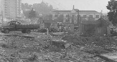 """Remoção. Os destroços dos barracos da Favela do Esqueleto, removida para a construção do """"campus"""" da UEG, que virou Uerj 1965"""