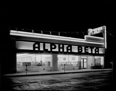 An Alpha Beta Market in Los Angeles, photographed by Doug White for Southern California Edison (ca. 1940)