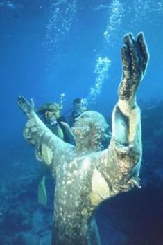 Christ of the Abyss in John Pennecamp Park   off Key Largo is made from the same mold   of Il Cristo Degli Abissi off Portofino, Italy, by   Guido Galletti, the father of modern   underwater sculpture.