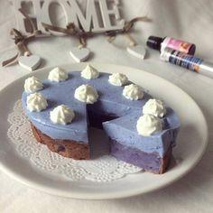 #Repost @dav_fitness.food  Guten Morgen meine Lieben Wie versprochen kommt nun das Rezept für meinen blauen Kuchen: ---  Für den Boden etwa 70g Weichweizengrieß 120g Magerquark 1TL @bluechaitea Pulver 1EL Xucker und Flavdrops Karamell @gymqueen.de (optional: mit einer Hand voll Blaubeeren) vermischen und bei 180 Grad Umluft etwa 20min backen. ---  Anschließend etwa 150g Joghurt/ Magerquark mit 1TL @bluechaitea Pulver und ggf. Flavdrops o.ä. vermischen. 1/2 Packung Agartine aufkochen…