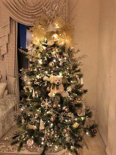 French Christmas, Gold Christmas Tree, Colorful Christmas Tree, Christmas Decorations, Holiday Decor, Decor Ideas, Decorating, Elegant, Home Decor