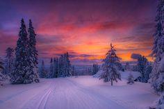 Skiing in to Paradis by Jørn Allan Pedersen on 500px