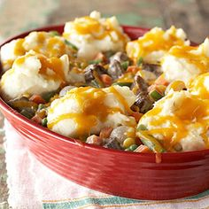 Savory Shepherd's Pie Cheesy mashed potatoes top a combination of meat and vegetables in this one-dish meal. Shepherd's pie originated as a way to use up the leftovers of a Sunday roast; Great Recipes, Dinner Recipes, Favorite Recipes, Yummy Recipes, Dinner Ideas, Recipe Ideas, Beef Dishes, Food Dishes, Main Dishes