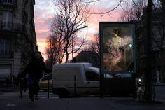 l'arte viaggia spensierata nel tempo  Opere d'arte per nascondere i cartelloni pubblicitari