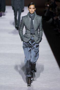 Tom Ford Fall 2019 Ready-to-Wear Fashion Show - Vogue Vogue Fashion, Pink Fashion, Fashion Week, New York Fashion, Boho Fashion, Winter Fashion, Fashion Show, Womens Fashion, Fashion Trends