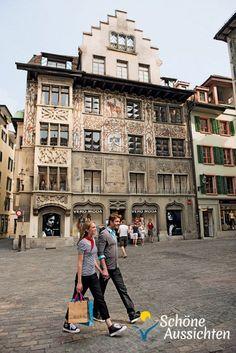 Luzern - Shopping auf dem Hirschenplatz in der Altstadt. (c) swiss-image.ch / Gian Marco Castelberg & Maurice Haas