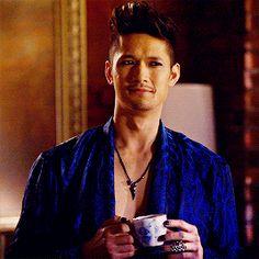 (ღ˘⌣˘ღ) Harry's little smirk. Perfect Magnus.