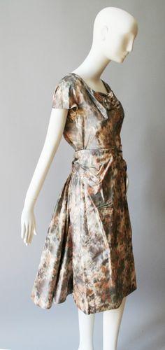 Silk dress by Gertrud Höchsmann Museum Vienna Wien Viennese Haute Couture Ikat, Vienna, Silk Dress, Highlight, Cap Sleeves, Off White, High Neck Dress, Museum, Street Style
