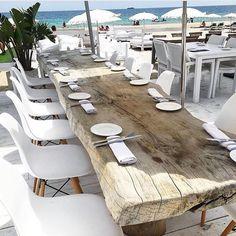 reclaimed wood table interior_delux TGIF ✨ Ibiza style 💭✌️ Via Elle decor Slab Table, Modern Dining Table, Outdoor Dining, Outdoor Wood Table, Reclaimed Wood Dining Table, Ibiza Style Interior, Style Ibiza, Villa, Best Exterior House Paint