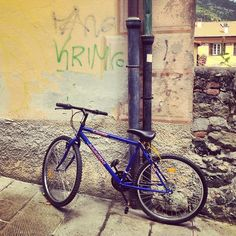 Everything looks like a #postcard! #Italy is so #picturesque #backstreets #bicycle