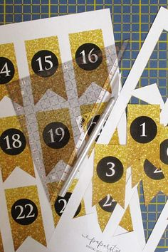 Print and cut luxury gold glitter style numer flags for Advent calendar. Different Flags, Mini Flags, Star Wars, Diy Advent Calendar, Web Instagram, Bunting Banner, Print And Cut, Gold Glitter, Etsy Seller