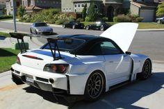 Honda S2000 в аэродинамическом обвесе Amuse GT1 Белого цвета. На сайте: http://tuning-ural.ru/index.php?mi=359 185300 рублей. На сайте: http://catalog.rest36.ru/shop/honda/s2000 195000 рублей