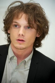 mmmm Anton Yelchin: Russian, sexy and a talented actor ;)