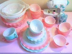 Pink and aqua pyrex, I could so cross this line! (currently I only collect aqua...)