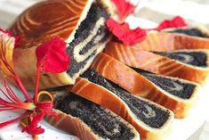 Cheese roll with poppy seeds Ingredients: — 250 g flour — 125 g of the curd — Sugar 50 g — A pinch of salt. — 2 tsp baking powder Toppings — Mack 70 — 100 g — A handful of raisins — … Cheese Recipes, Seafood Recipes, Food Network Recipes, Cooking Recipes, Delicious Desserts, Dessert Recipes, Cookies And Cream Cake, Good Food, Yummy Food