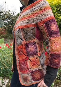 Tag Archives: cardigan a riquadri Diy Crochet Cardigan, Crochet Coat, Crochet Granny, Crochet Clothes, Knitting For Beginners, Beautiful Crochet, Hobby, Crochet Blouse, Long Trench Coat