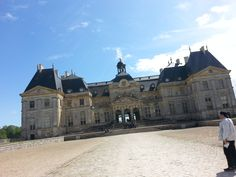 Le Chateau de Vaux Le Vicomte, still from the front, still with a husband trying to take another shot at it LOL