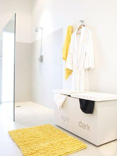 Easily sorted laundry box/seat