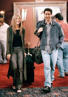 So French Girls Wont Stop Wearing These 7 Outfits From Friends Rachel Green Outfits French Friends Girls Outfits Stop Wearing Wont Friends Tv Show, Friends Mode, Tv: Friends, Friends Cast, Friends Moments, Friends Forever, Friends Series, Friends Season, Rachel Green Outfits