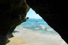 Praia de Uluwatu, na Península de Bukit - Foto: Ticiana Giehl e Marquinhos Pereira/Desempacotados