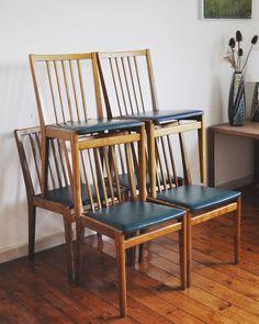 Set of 6 danish dinning chairs in oak. Dark green artificial leather. Good condition.  http://ift.tt/1NIAGqv  #danish #danishmodern #danishfurniture #interior #interiors #interiordesign #boligindretning #moebel #vintage #vintagefurniture #midcentury #midcenturymodern #paris #midcenturyfurniture #berlin #london #retro #midcenturydecor  #interiør #loppeguld #retro #retrohjem #vintagemoebel #interiordecor #danishdesign #dinningchairs #scandinaviandesign by njordvintage