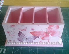 porta controle Decoupage Tutorial, Decoupage Box, Shabby Chic Kitchen Accessories, Jewellery Boxes, Ideas Para, Easy Crafts, Decorative Boxes, Wraps, Gift Wrapping