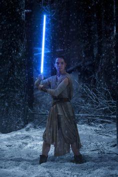 Star Wars 7 - The Force Awakens - Daisy Ridley as Rey - Lucasfilm - kulturmaterial