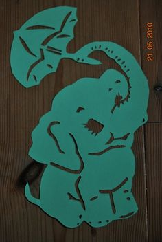 elefant Paper Stars, Kirigami, Tattoo Drawings, Baby Quilts, Paper Cutting, Silhouette, Stencils, Cricut, Jewelry Making