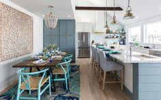 Beth Lindsey Interior Design (House of Turquoise) House Of Turquoise, Turquoise Kitchen, Beach House Kitchens, Home Kitchens, Galveston, Villas, Living Comedor, Beach House Decor, Home Decor