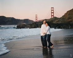 couple on Bakers Beach near the Golden Gate Bridge, San Francisco CA  / Shanti Duprez Fine Portrait Photography