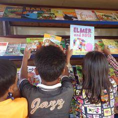 Be More  Wel eens gehoord van een Mobile Library? Wij wel! In #cambodja rijdt er met hulp van onze partnerprojecten een Mobile Library rond om arme kinderen in afgelegen dorpen óók toegang te geven tot boeken! WAUW!! #bemore #vrijwilligerswerk #reizen #culturen #ontdekken #lezen #boeken #onderwijs