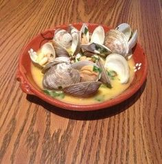 Portuguese Clams in Garlic Sauce (Amêijoas com Alho) - Easy Portuguese Recipes