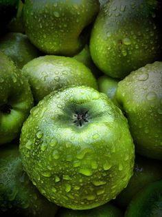 **granny smiths apple |  http://calgary.isgreen.ca/