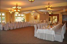 stół weselny ułożony w podkowę (U)