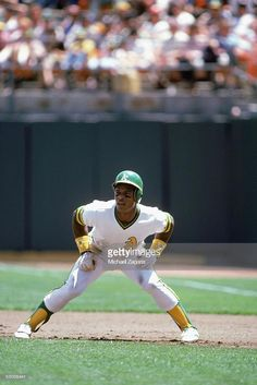 Rickey Henderson  35 of the Oakland Athletics 1981 Baseball Games e2681abe9